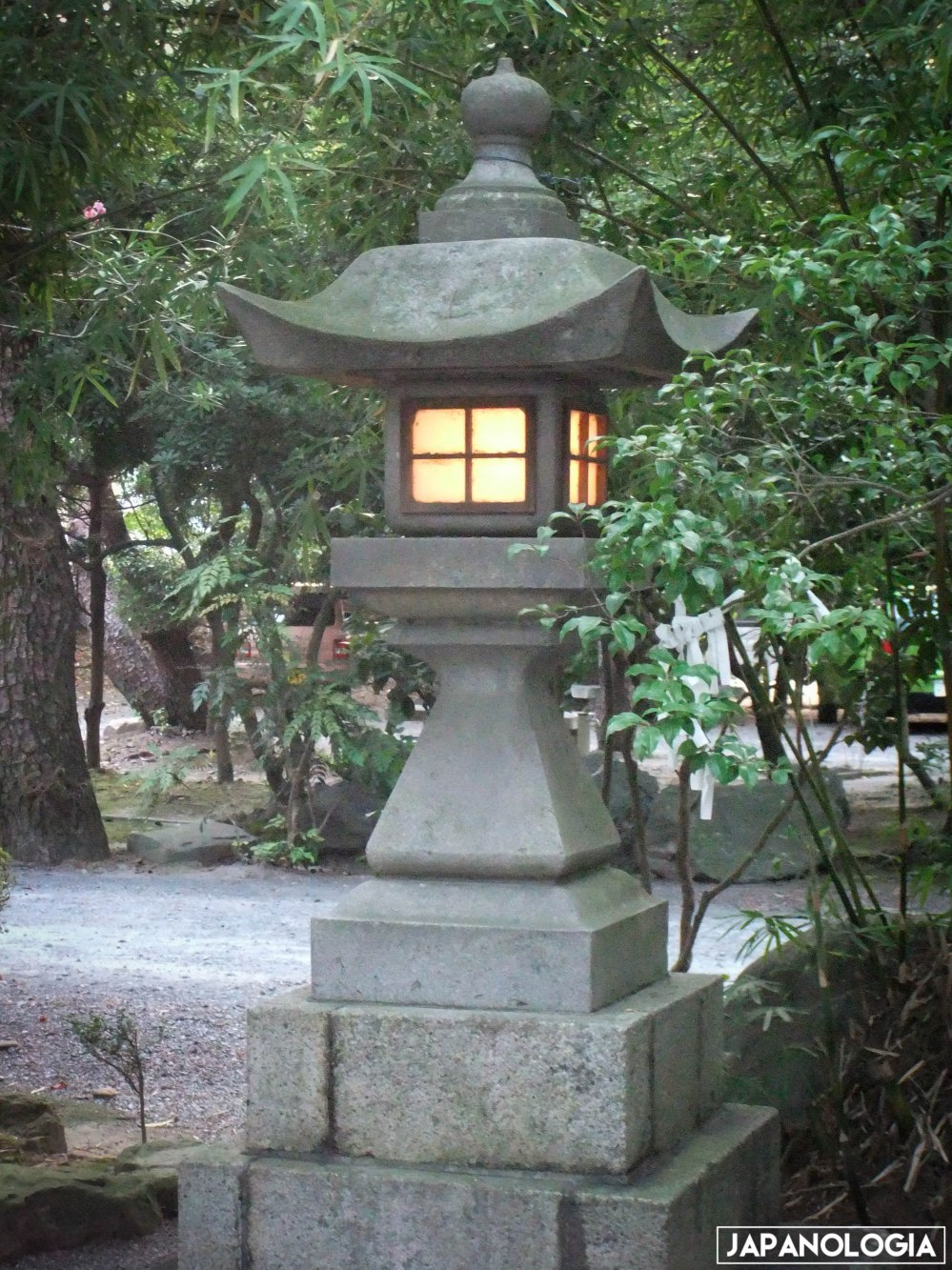 Tōrō (灯籠)